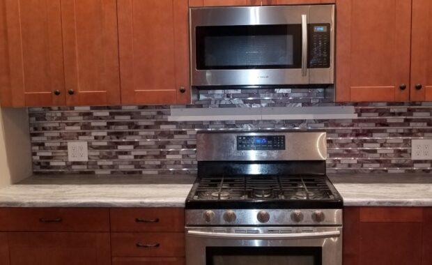 Custom Kitchen Cabinets and Backsplash