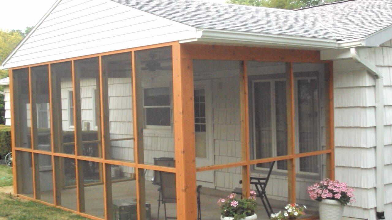clinton, ia screened-in porch